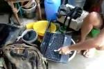 Vệ sinh laptop bằng cách 'không thể tin nổi'