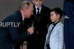 Tổng thống Putin khom người, ra câu đố 'làm khó' thần đồng địa lý 5 tuổi