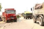 Xe khách va chạm liên tiếp 2 xe tải, 11 người thương vong