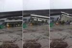 Gió khủng khiếp thổi bay cả tòa nhà trong bão Nida