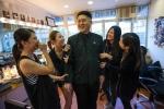 Quá trình trở thành bản sao Kim Jong-un của nhạc sỹ trẻ