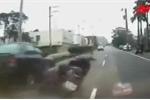 Mở cửa ôtô bất cẩn gây tai nạn thảm khốc