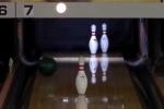 Há hốc mồm xem cú ném bowling ảo diệu không tin nổi