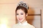 Hoa hậu Đỗ Mỹ Linh đẹp dịu dàng với áo dài