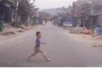 Ai có con nhỏ cần xem clip này để tránh tai nạn đáng tiếc