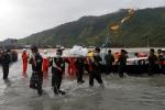 Hiện trường cứu hộ nạn nhân máy bay quân sự rơi ở Myanmar