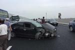 3 ô tô tông nhau liên hoàn trên cao tốc