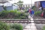 Lao xe qua đường sắt, hai thanh niên bị tàu tông chết
