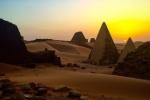 Phát hiện hàng trăm kim tự tháp bí ẩn không phải ở Ai Cập