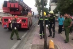 Nhóm thanh niên bỏ lại 2 bình khí lỏng cực độc trên đại lộ đẹp nhất Sài Gòn