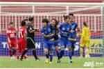Vòng 11 bóng đá nữ Quốc gia: Hoãn trận đấu vì gió to, bảo vệ mời HLV trưởng lên khán đài