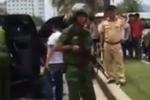 Nhóm thanh niên mang mã tấu truy sát nhau như chốn vô luật giữa phố ở Đà Nẵng