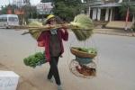 Ảnh: Dân vùng cao mang nông sản đi 'đổi' lấy Tết