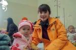 Nữ sinh Báo chí không ngại rét 6 độ C mang hơi ấm đến trẻ em bất hạnh