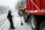 Mỹ tê liệt vì bão tuyết và lũ lụt, 19 người thiệt mạng