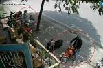 Trộm bẻ khóa xe máy nhanh như chớp trước mặt người bán nước