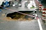 Xuất hiện 'hố tử thần' rộng hơn 5 mét trên đường phố Nha Trang