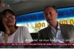 Xôn xao clip các đại sứ Châu Âu ngồi xe buýt Việt và 'tám chuyện' thân mật với hành khách