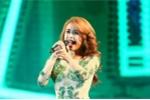 Hoàng Thùy Linh váy áo xuyên thấu 'đốt cháy' 25.000 khán giả