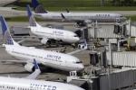 United Airlines lại gây tranh cãi khi đưa cốc cho hành khách đi vệ sinh tại chỗ