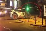 Trộm liều lĩnh lái xe cẩu công phá cây ATM trong đêm