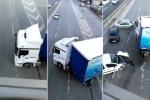 Xe tải 'khủng' quay đầu giữa đường khiến 3 xe con đâm nhau 'loảng xoảng'