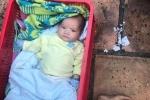 Hai bé trai nghi bị mẹ bỏ rơi khóc thảm thiết ở Sài Gòn