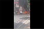 Clip taxi phát nổ như bom, cháy ngùn ngụt ở Quảng Ninh