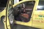 Vung dao đâm trúng mặt tài xế, cướp taxi cùng toàn bộ tài sản