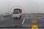 Tước giấy phép lái xe tài xế chạy ngược chiều trên cầu Nhật Tân