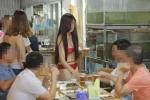 Chân dài mặc bikini phục vụ ở quán lẩu