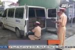 Xe gỗ lậu giả dạng xe tang hòng qua mặt cảnh sát
