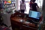 Mẹ dạy con 3 tuổi trộm điện thoại nhét vào bỉm lĩnh án