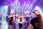 'Nghẹt thở' với sân khấu 'Siêu show kim cương' long lanh của Đàm Vĩnh Hưng
