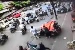 Clip: Trộm xe đạp bị quây đánh hội đồng trên phố