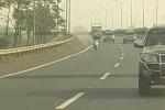 Nam thanh niên phóng xe máy thách thức 'tử thần' trên cao tốc