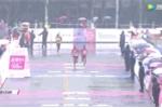 Cặp vận động viên thua đau vì cắm đầu nước rút nhầm đường