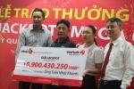 Video: Người trúng Vietlott hơn 10 tỉ đồng không đeo mặt nạ nhận thưởng