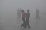 Cuộc sống trong khói bụi dày đặc, ngày cũng như đêm ở Trung Quốc