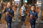 Hồ Văn Cường cười tít mắt khi được mẹ nuôi Phi Nhung dắt đi chơi khắp Hà Nội