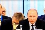 Phát ngôn viên Điện Kremlin gà gật trong cuộc họp có Tổng thống Putin