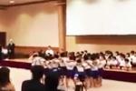 Ngỡ ngàng với hành động của trẻ em Nhật khi thấy bạn học nhảy cao thất bại