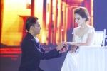 Văn Anh tái hiện màn cầu hôn Tú Vi trên sân khấu
