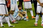 Quá đau khổ, Messi tuyên bố giã từ ĐT Argentina
