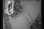 Táo tợn phá cửa trộm 2 xe tay ga giữa ban ngày
