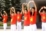 Sinh viên cảnh sát nhảy dân vũ, xếp chữ tặng trường