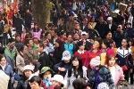 Video: Hàng chục nghìn người về Khai hội chùa Hương