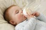 Sơ ý chết người: Cho bệnh nhi uống sữa người nhiễm HIV