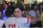 Nữ sinh Lê Hồng Phong khóc nức nở lễ trưởng thành