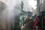 'Bà hỏa' thiêu rụi căn nhà giữa Sài Gòn, 1 lính cứu hỏa bị thương
